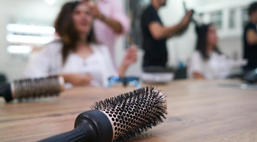 Nächtens zum Friseur